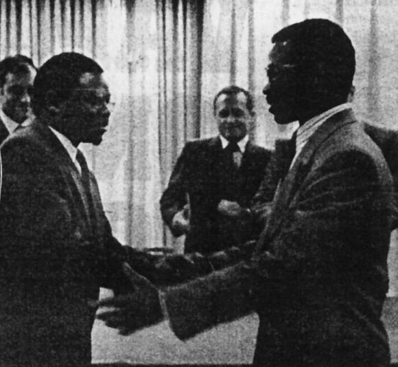 The first handshake between the Government and the MNR